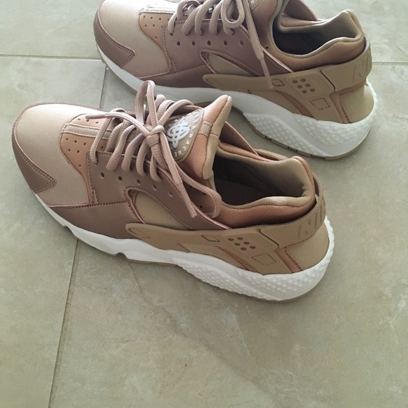 huge selection of 0cea0 14278 Nike   W Air Huarache Rub SE 7.5 Rose Gold